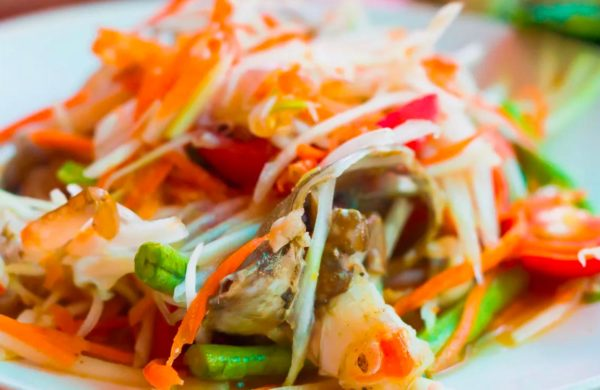 1529915119_dish-meal-food-salad-produce-plate-seafood-cuisine-close-up-asian-food-pad-thai-thai-food-chinese-food-cello